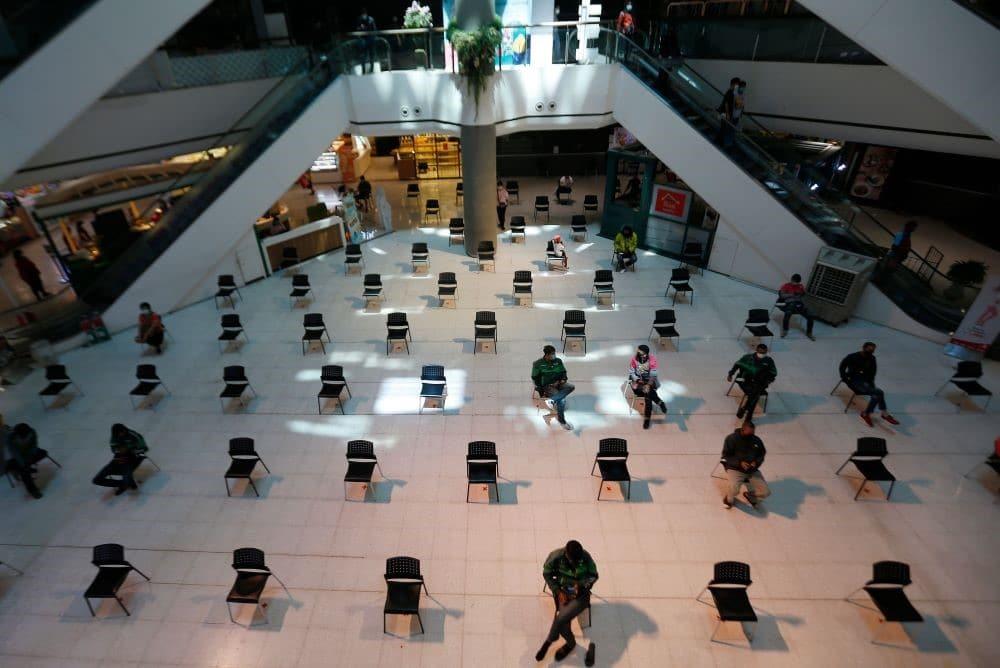 distanciation sociale dans l'aménagement des magasins